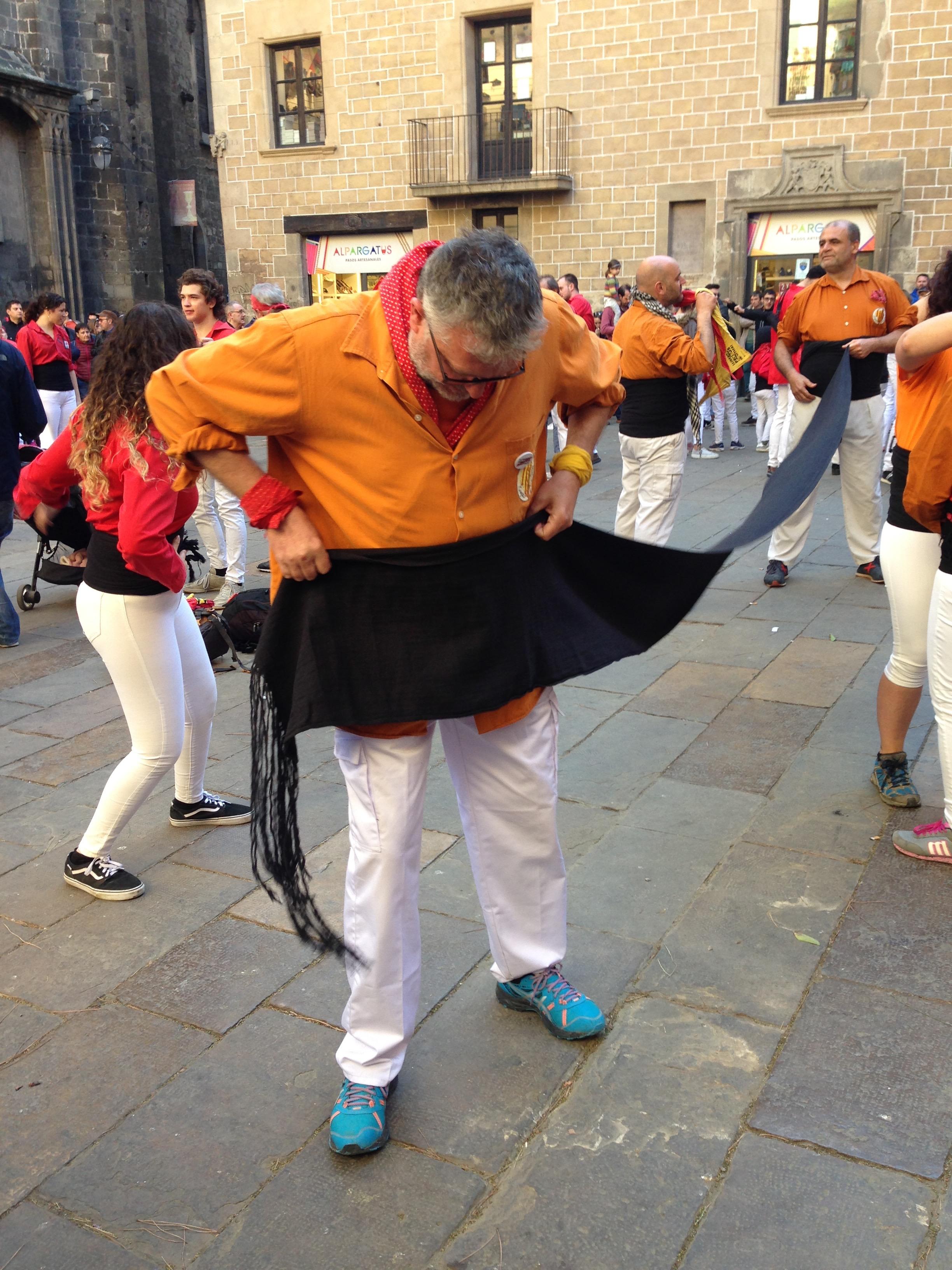 casteller putting on sash