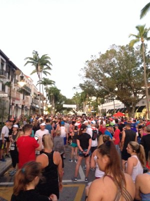 runners at startling line of Naples Half Marathon