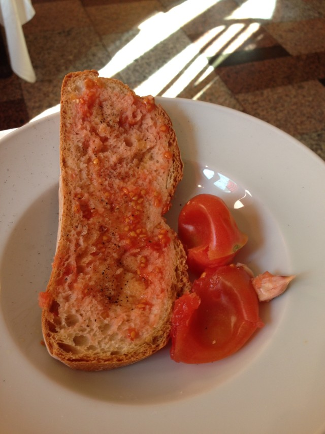 pan con tomate at Montserrat
